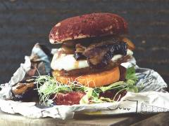 Vegetarisk triple cheese burgare