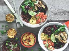 Ciotola di riso con Tagliata Quornvegetariana