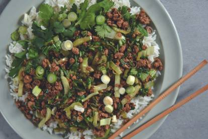 Haché de Quorn croustillant oriental au pak-choï et riz basmati