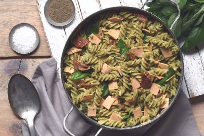 Quorn Gluten Free Vegan Smoky Ham, Sundried Tomato and Avocado Pesto Pasta