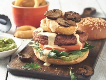 Supreme Burger met geroosterde champignons en uienringen