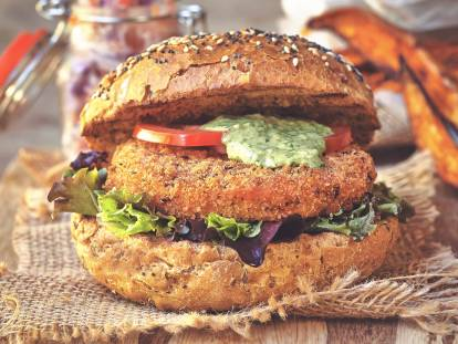 Vegansk hot & spicy burger med pink slaw
