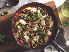 Quorn Vegetarische Chipolata Worstjes met conchiglioni gevuld met spinazie