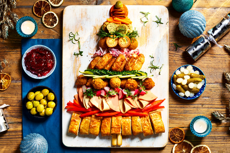 Quorn Sausage Rolls, Quorn Vegan Pepperoni Slices, Quorn Vegetarian Ham Slices, Quorn Vegetarian Turkey and Stuffing Slices, Quorn Thai Aromatic Bites, Quorn Cocktail Sausages, Quorn Mini Savoury Eggs, and Quorn Southern Fried Poppers as a Christmas tree
