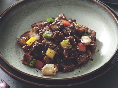 Quorn Meat Free Pieces with Whole Garlic & Capsicum in Black Pepper Cream