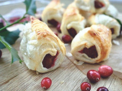 Quorn Cocktail Sausage & Cranberry Rolls