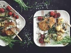 Quorn Schnitzel med Mozzarella & Pesto, tempuragrönsaker och vitlöksdipp