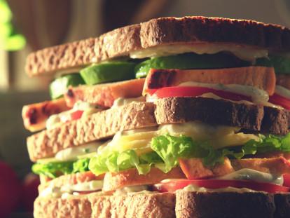 Recept voor Vegetarische Kipfilet Sandwich op een Bedje vanTomaten