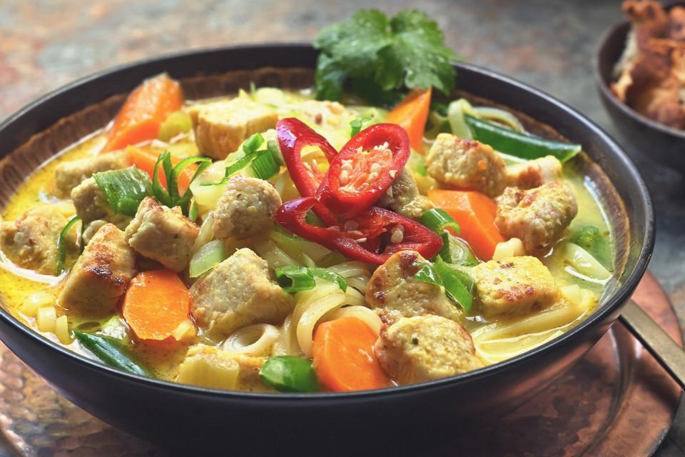 Simple Thai Noodle Soup with Quorn Pieces