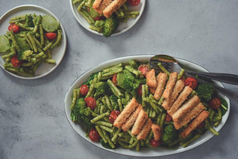 Pasta met Spinazie-pestosaus, Broccoli en Quorn Fish-Free Fillets