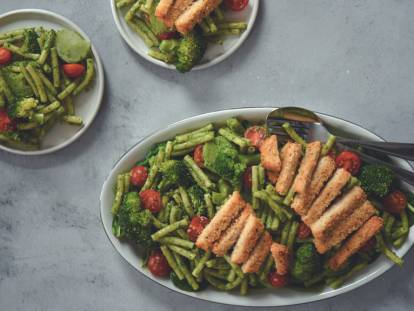 Pasta with spinach pesto sauce, broccoli and Quorn fish-free lemon & pepper fillets