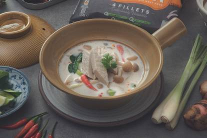Quorn Fillets spicy soup in light coconut milk and mushroom