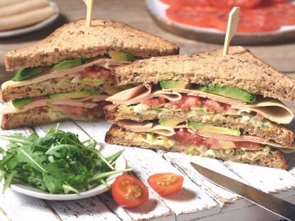 Glutenfri och vegansk Quorn club sandwich
