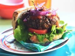 Rezept für vegetarischen Burger mit Käse und Zwiebeln