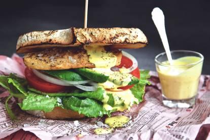 Recept på club sandwich med quorn och Currymayo