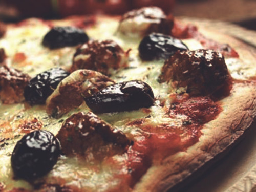 Quorn Swedish Style Balls Pizza