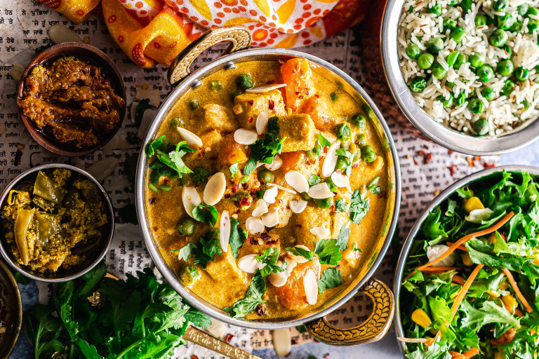 A vegan korma made with Quorn Vegan Pieces and a variety of vegetables topped with sliced almonds and coriander.