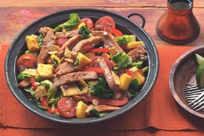 Sallad med Quorn grillade skurna filéer, paprika och mango - recept