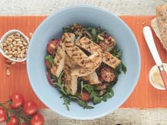 Medaglioni al pepe quorn con insalata di quinoa