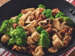 Stir-Fried Quorn Chunks with Broccoli