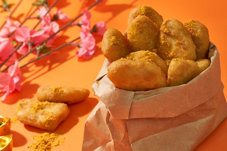 Quorn nuggets in pot lined with brown paper, next to some pink flowers