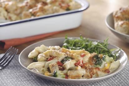 Eenvoudige pastaovenschotel met broccoli en zoete mais