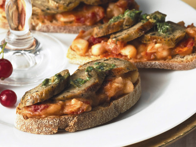 Quorn Meat Free Chef's Selection Wild Garlic & Parsley Sausage Crostini