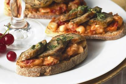 quorn wild garlic & parsley sausage crostini vegetarian recipe