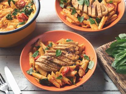 quorn kicking cajun fillets with creamy spinach & tomato penne vegetarian recipe