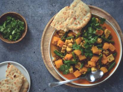 Yellow Curry with Quorn pieces, lentils, butternut pumpkin and naan bread