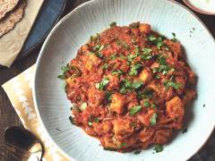 quorn pieces, tomato and turmeric vegetarian curry recipe