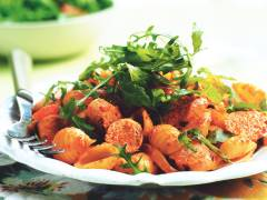 Quorn Meat Free Sausage, Rocket & Roasted Pepper Pasta Salad