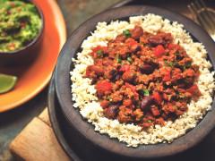 Chili con carne végétarien Quorn accompagné de riz dechou-fleur