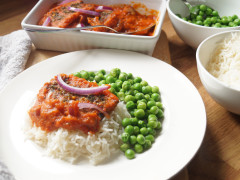 Vegan Nigerian fish stew made with Quorn Vegan Fishless Sticks served atop rice with peas on the side.