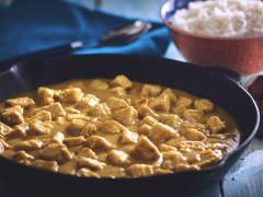 Émincé de Quorn au curry avec bananes et pommes