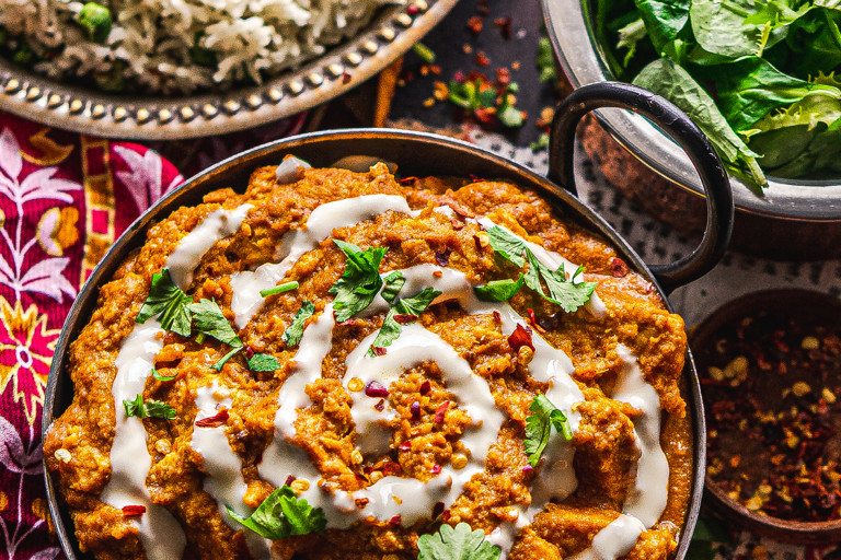 A vegan butter chicken curry made with Quorn Vegan Pieces topped with a swirl of vegan yogurt.