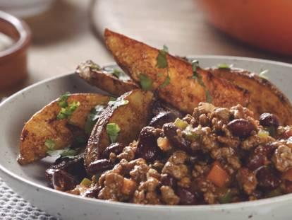 Simpele Chili met Quorn Fijngehakt en pittige aardappels uit de oven