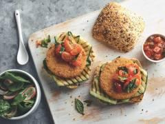 Burger croccante Quorn vegetariano con zucchine grigliate
