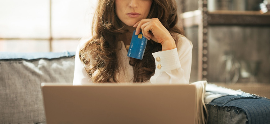 Canadians with credit card debt suffer emotionally as holiday shopping season begins
