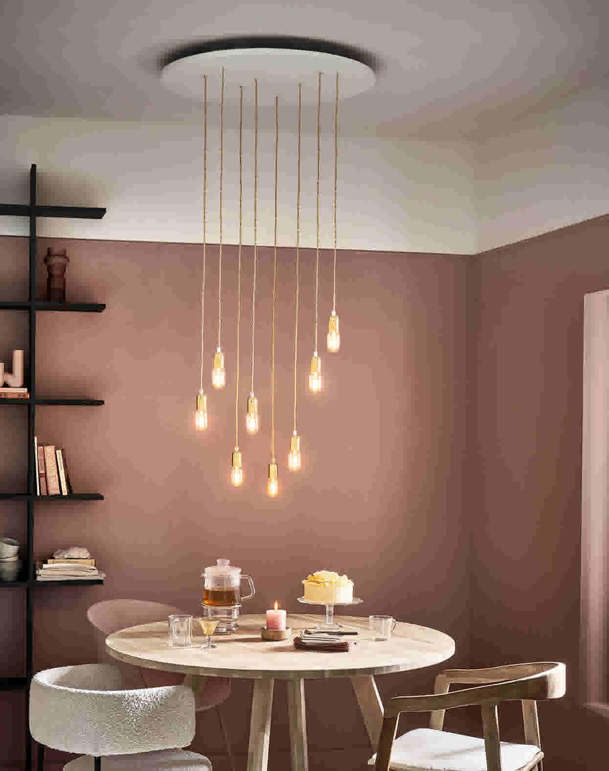 DIY hanglamp boven ronde eettafel