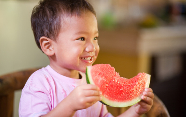 introduce-your-toddler-to-new-foods-and-snacks