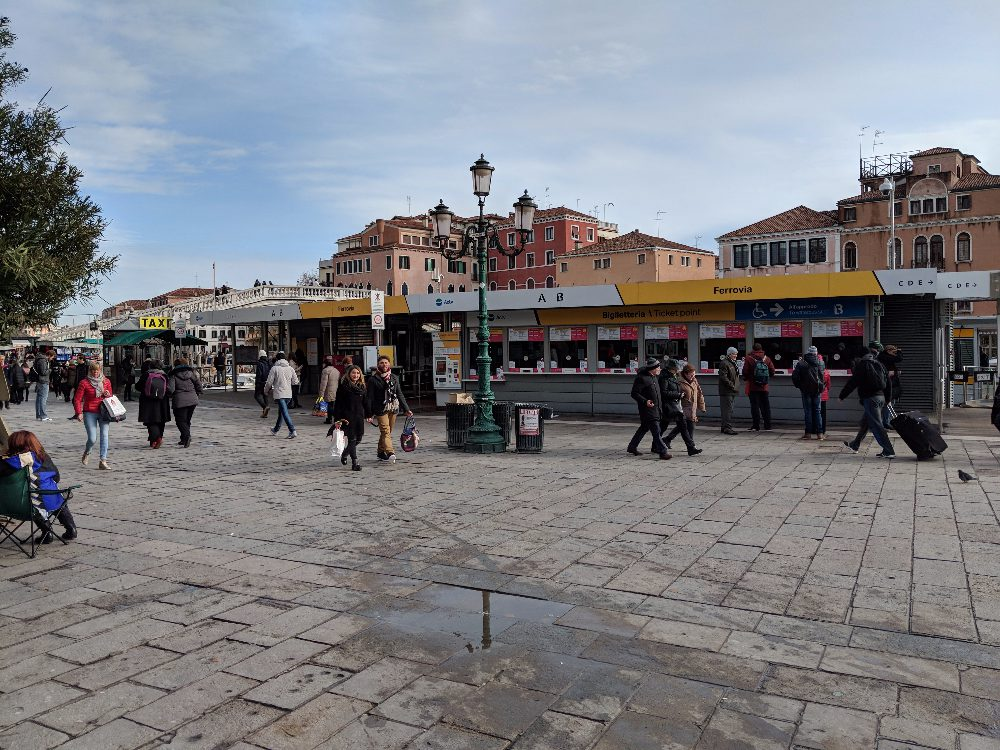 How to Get from the Train Station to Venice City Center 2