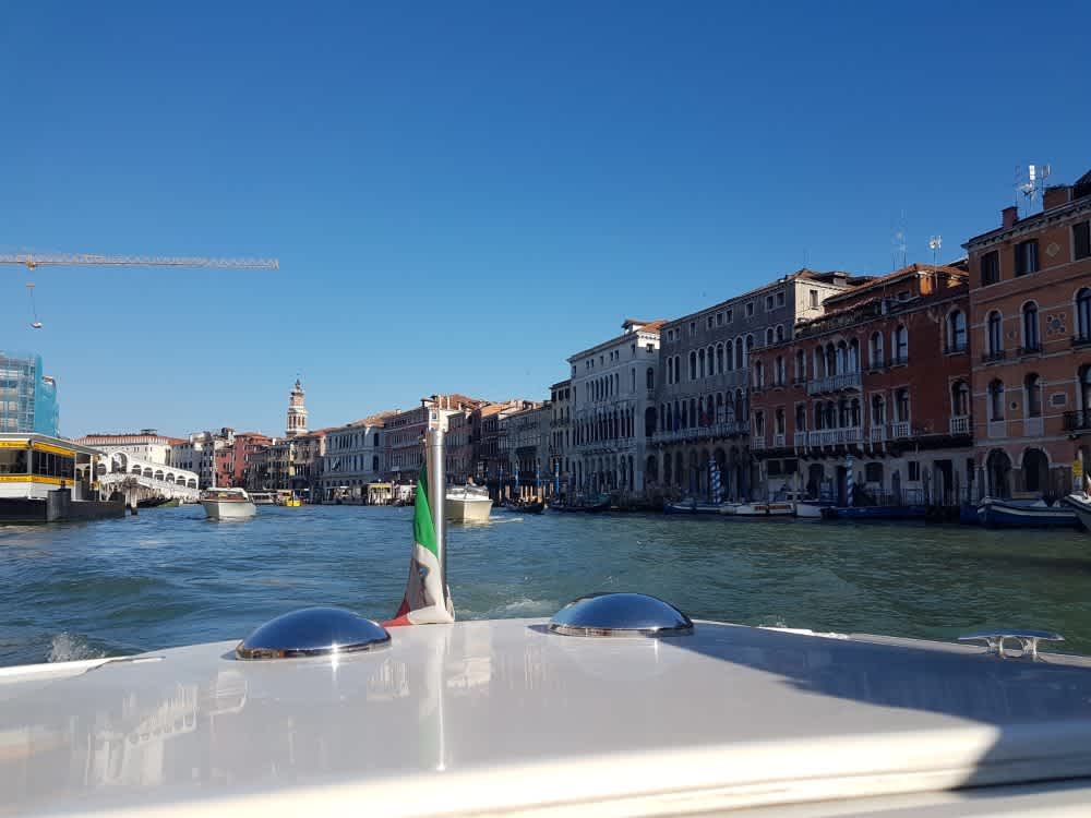How to Use a Venice Water Taxi