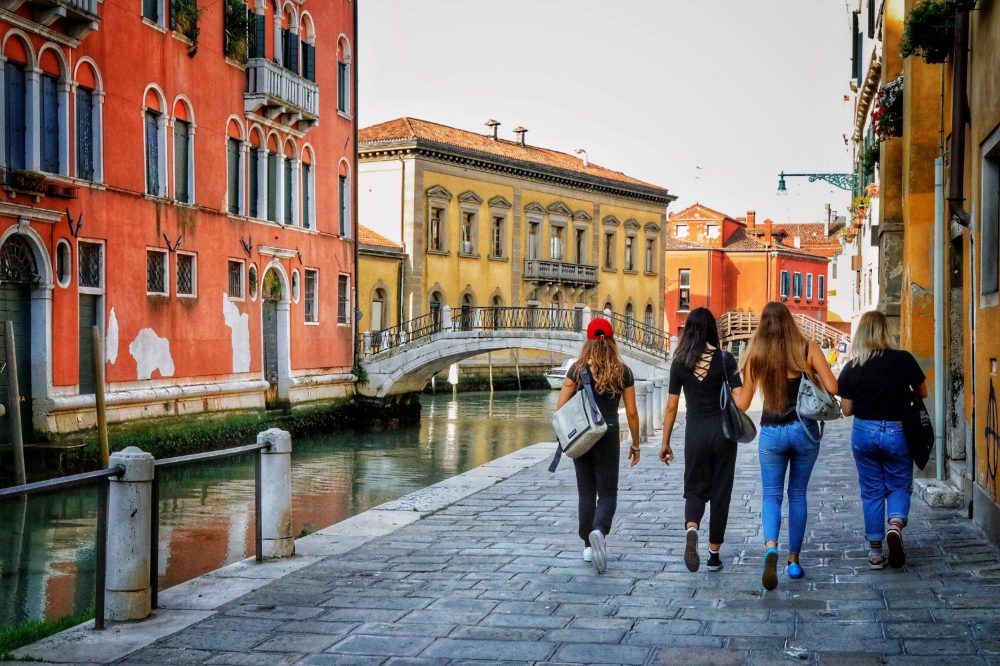 Top Tips for How to Get Around in Venice 0