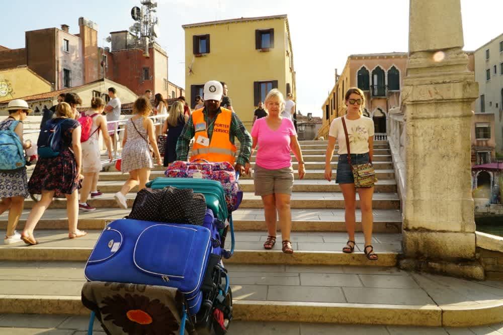 Where to Store Your Luggage in Venice