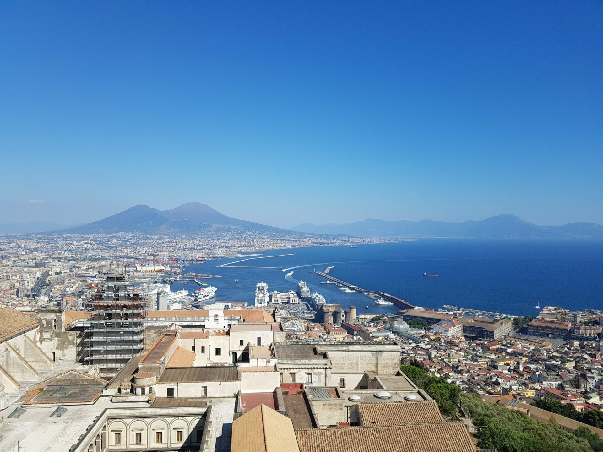 5 Good Reasons To Visit Naples 1