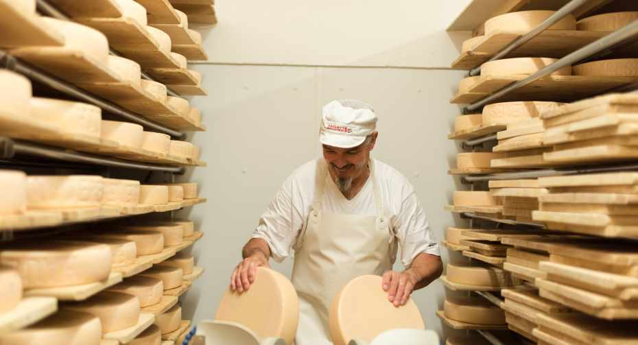 mys-Discovery trip in Val d'Hérens - from cows to raclette-formagerie_des_hauderes_@david_zuber_studio-2 (4).jpg