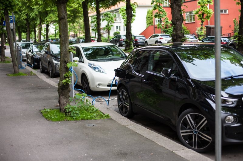 1000x667xev-charging-in-oslo.jpg.pagespeed.ic.3C2COJPVPS