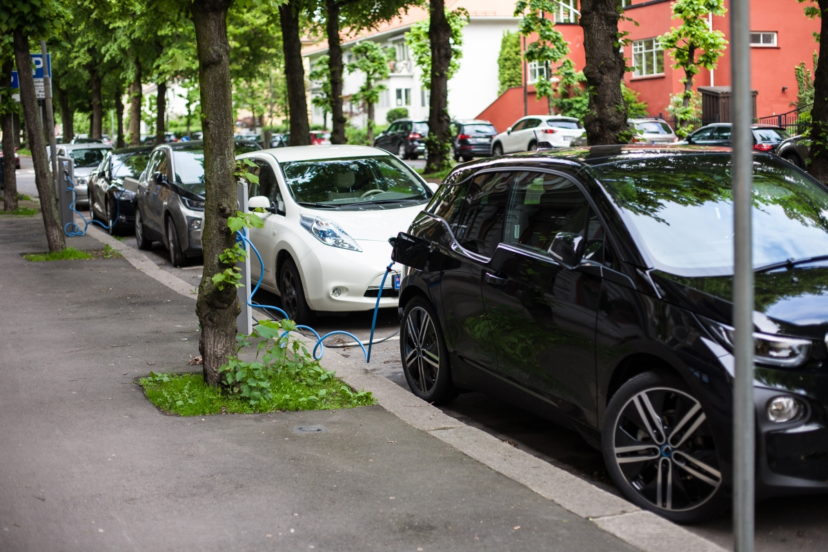 1000x667xev-charging-in-oslo.jpg.pagespeed.ic.rPX9-bxAPI