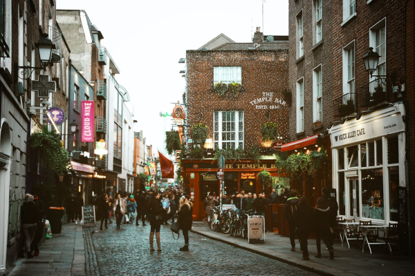 5 Dreamy Bookstores in Dublin You Need To Visit Soon!